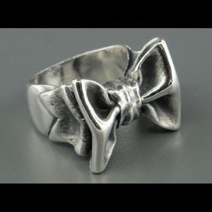 RARE **Discontinued** James Avery Bow Ring